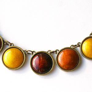 Golden Brown - tűzzománc nyaklánc arany, borostyán, barnás színekben, Ékszer, Nyaklánc, Ékszerkészítés, Tűzzománc, Aranybarnás őszi színekben készült ez a nyaklánc, aminek majdnem mindegyik eleme más színű: sötétba..., Meska