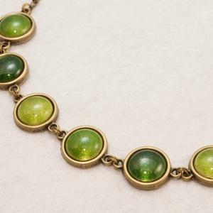 The Lights of Emerald City - tűzzománc nyaklánc ragyogó zöld árnyalatokban, Ékszer, Gyűrű, Ékszerkészítés, Tűzzománc, A zöld három árnyalatában ragyog ez a különleges nyaklánc: transzparens (áttetsző) mohazöld, olíva ..., Meska