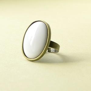 Hófehér ovális tűzzománc gyűrű, Ékszer, Szoliter gyűrű, Gyűrű, Igazi elegáns és különleges darab ez a hófehér ovális tűzzománc betétes gyűrű.  Megvásárolhatod anti..., Meska