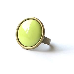 Lime zöld kerek tűzzománc gyűrű, Szoliter gyűrű, Gyűrű, Ékszer, Ékszerkészítés, Tűzzománc, Különlegesen vidám darab ez a kerek almazöld tűzzománc betétes gyűrű, a különleges színek kedvelőine..., Meska