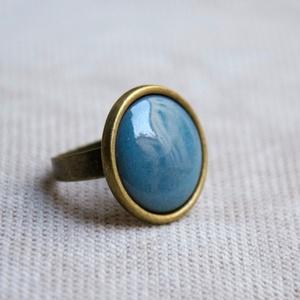 Világos kékes szürke, szürkés kék kerek tűzzománc gyűrű, Ékszer, Gyűrű, Ékszerkészítés, Tűzzománc, A szolidabb stílus kedvelőinek készült ez a világos kékes szürke vagy szürkés kék kerek tűzzománc kö..., Meska