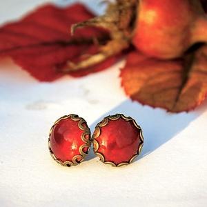 PiciKék - rubin vörös mini tűzzománc bedugós pötty fülbevaló, Ékszer, Fülbevaló, Ékszerkészítés, Tűzzománc, Ez a tűzzománc betétes mini bedugós fülbevaló, csipkézett foglalatban, gyönyörű, mély tüzű telt rubi..., Meska