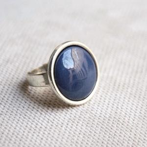 Kékes szürke, szürkés kék kerek tűzzománc gyűrű, Szoliter gyűrű, Gyűrű, Ékszer, Ékszerkészítés, Tűzzománc, A szolidabb stílus kedvelőinek készült ez a grafit szürke, kékes szürke vagy szürkés kék kerek tűzzo..., Meska