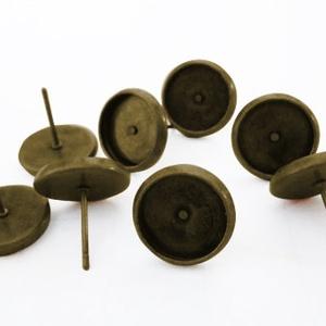 Antik réz, bronz színű kerek bedugós fülbevaló alap 8 mm, Gyöngy, ékszerkellék, Egyéb alkatrész, Ékszerkészítés, Szerelékek, Nikkelmentes ötvözetből antikolt bronz / réz színá kerek bedugós fülbevaló alap.\n\nAz ár 1 párra vona..., Meska