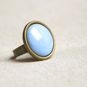 Horizont kék kerek tűzzománc gyűrű , Szoliter gyűrű, Gyűrű, Ékszer, Ékszerkészítés, Tűzzománc, Ez a horizont kék (égkék, világos kék) kerek tűzzománc gyűrű antik réz/bronz színű foglalatban a vég..., Meska