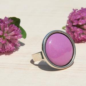 Orgona lila kerek tűzzománc gyűrű, Szoliter gyűrű, Gyűrű, Ékszer, Ékszerkészítés, Tűzzománc, Az orgona lila virága és illata ihlette ezt a tűzzománc köves gyűrűt, antik ezsüt színű foglalatban...., Meska