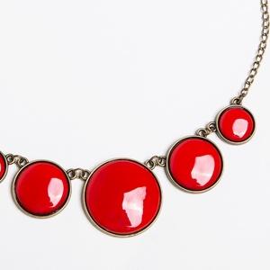 Csipkebogyó - piros tűzzománc nyaklánc, Medál nélküli nyaklánc, Nyaklánc, Ékszer, Ékszerkészítés, Tűzzománc, Gyönyörű, szenvedélyes élénk, telt piros színű tűzzománc nyaklánc antik réz/bronz foglalatban.\n\nHoss..., Meska