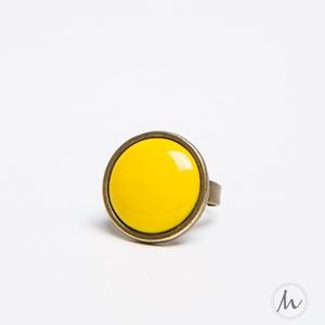 Citrom sárga kerek tűzzománc gyűrű, Statement gyűrű, Gyűrű, Ékszer, Ékszerkészítés, Tűzzománc, Ez a citromsárga tűzzománc köves gyűrű antik réz/bronz színű foglalatban a napsugarak élénkségét adj..., Meska