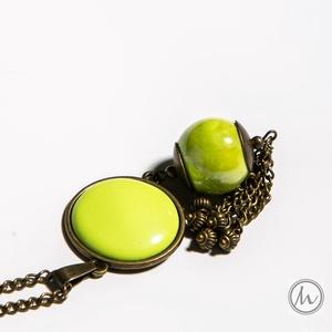 Berry Merry - különleges lógós-bogyós-bojtos tűzzománc nyaklánc lime zöld színben, Ékszer, Nyaklánc, Bojtos nyaklánc, Ékszerkészítés, Tűzzománc, Ez egy hosszan lelógó nyaklánc, különleges lógós-bogyós-bojtos dísszel, lime zöld színben, antik réz..., Meska