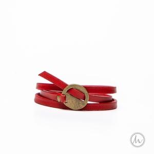 Egyedi bőr karkötő piros színű marhabőrből , Ékszer, Karkötő, Fonott karkötő, Ékszerkészítés, Bőrművesség, Vagány karkötő valódi marhabőrből feltűnő, élénk piros színben. \nEgyszerű forma, a különleges kerek ..., Meska