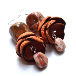 Narancsvirág-Sávos achát fülbevaló valódi bőrrel , Ékszer, Fülbevaló, Lógós fülbevaló, Bőrművesség, Ékszerkészítés, Ásvány és bőr, két természetes anyag extra kombinációjából született ez a különleges fülbevaló.  Igy..., Meska