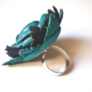 Turquoise et Noir-extra peóniás gyűrű valódi bőrből (Matra) - Meska.hu