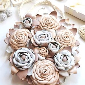 Jardin-Fleurs pastel-óriás nyakék valódi bőrből, Statement nyaklánc, Nyaklánc, Ékszer, Bőrművesség, Ékszerkészítés, Egy ámulatba ejtő pompázatos kert lágy  pasztell színekkel, rengeteg  virággal, bimbóval, levéllel, ..., Meska