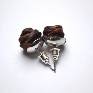 Mini őzbarna rózsa-bedugós fülbevaló (Matra) - Meska.hu