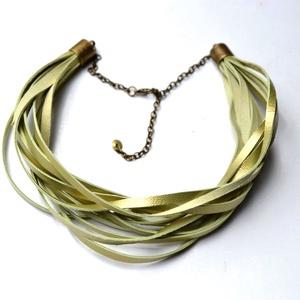 Green Pearl-valódi bőr nyaklánc, Ékszer, Nyaklánc, Párhuzamos nyaklánc, Bőrművesség, Ékszerkészítés, Egyedi és különleges design nyaklánc valódi bőrből aprólékos munkával.\nSok-sok szál extra lágy zöld ..., Meska