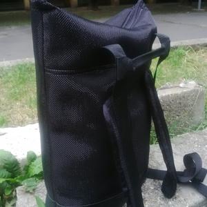 KRISZTIKE kissebb hátizsák/ fekete (fényes), Ruha, divat, cipő, Táska, Pénztárca, tok, tárca, Válltáska, oldaltáska, Varrás, KRISZTIKE fantázianévre keresztelt, ,fekete enyhén fényes neoprén jellegű anyagból és fekete műbőr ..., Meska