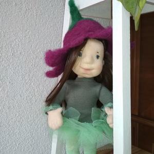 Harangvirág, Játék, Baba játék, Játékfigura, Plüssállat, rongyjáték, Baba-és bábkészítés, Nemezelés, Többnyire természetes anyagokból készült 30 cm waldorf jellegű baba. Nemezelt fej, gyapjúval töltöt..., Meska
