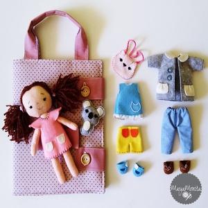 Öltöztethető filc baba ruhákkal és tartó táskával, Öltöztethető baba, Baba & babaház, Játék & Gyerek, Hímzés, Varrás, Filc és pamutvászon felhasználásával készült ez az öltöztethető baba. A babához 9 kiegészítő tartozi..., Meska