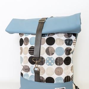 roll top táska/hátitáska, türkiz-drapp, Táska & Tok, Hátizsák, Roll top hátizsák, Varrás, Textilbőr és vastag vászonanyag nászából született ez a táska.\nbélése, 100 % pamutvászon, amit egy h..., Meska