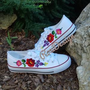 Kalocsai virágos tornacipő, Cipő, Cipő & Papucs, Ruha & Divat, Hímzés, Kalocsai virágos tornacipő. Kézzel hímeztem, egyedi darab. 36-os méret. Személyesen megtekinthető és..., Meska