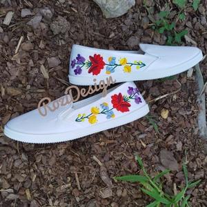 Kalocsai virágos cipő, Cipő, Cipő & Papucs, Ruha & Divat, Hímzés, Kalocsai virágos cipő. Kézzel hímeztem, egyedi darab. 39-es méret. Személyesen megtekinthető és megp..., Meska