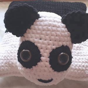 Panda párna, Párna & Párnahuzat, Lakástextil, Otthon & Lakás, Horgolás, Nagyon puha díszpárna, hatalmas fülekkel és szemekkel. Színe fehér és fekete. A hasán egy pánt talál..., Meska