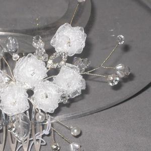 Menyasszonyi fejdísz,hajdísz,rózsás,kristályos,fehér (MBTimi) - Meska.hu