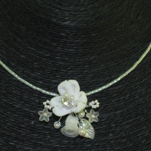 Menyasszonyi nyaklánc,ékszer fehér virágos,gyöngyös (MBTimi) - Meska.hu