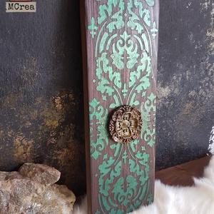 Verda Folio festett fa dekoráció, Otthon & Lakás, Dekoráció, Függődísz, Festett tárgyak, Famegmunkálás, Köszöntünk Boltunkban!\n\nA dekoráció alapja csiszolt tömör fenyő deszka, melyet favédő lazúrral kezel..., Meska