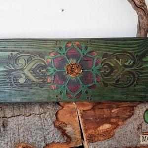 Bunta Floro festett fa dekoráció, Otthon & Lakás, Dekoráció, Függődísz, Festett tárgyak, Famegmunkálás, Köszöntünk Boltunkban!\n\nA dekoráció alapja csiszolt tömör fa deszka, melyet lazúrral kezeltem, majd ..., Meska