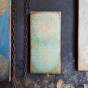 Turkisa Rozo festett fa dekoráció, Otthon & Lakás, Dekoráció, Függődísz, Famegmunkálás, Festett tárgyak, Köszöntünk Boltunkban!\n\nA dekoráció alapja csiszolt tömör fenyő deszka, melyet favédő lazúrral kezel..., Meska