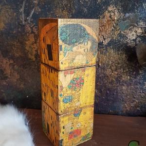 Kampo Kun Floroj festett fa dekoráció, Otthon & Lakás, Dekoráció, Dísztárgy, Festett tárgyak, Decoupage, transzfer és szalvétatechnika, Köszöntünk Boltunkban!\n\nA dekorációk alapja csiszolt tömör fenyőfa, melyet favédő lazúrral kezeltem,..., Meska