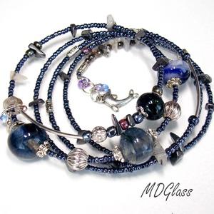 Acélos kékség lámpagyöngyös memóriakarkötő, Memóriadrótos karkötő, Karkötő, Ékszer, Ékszerkészítés, Üvegművészet, Áttetsző kék, kék, szürke, moretti üvegrúdból készült a karkötő 4 db lámpagyöngye, gázláng fölött ol..., Meska