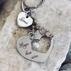 Anya kicsi szíve - nemesacél gravírozott kulcstartó édesanyáknak, Egyéb, Kulcstartó, táskadísz, Táska, Divat & Szépség, Anyák napja, Ünnepi dekoráció, Dekoráció, Otthon & lakás, Fémmegmunkálás, Gravírozás, pirográfia, Anya kicsi szíve kulcstartó egyedi és szívhez szóló ajándék az édesanyáknak!\n\nKézzel csiszolt nemesa..., Meska