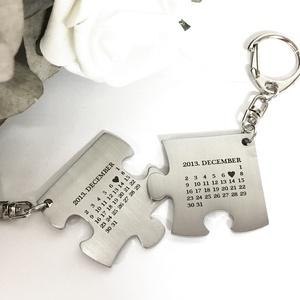 Naptáros nemesacél páros puzzle kulcstartó, Táska, Divat & Szépség, Otthon & lakás, Kulcstartó, táskadísz, Szerelmeseknek, Ünnepi dekoráció, Dekoráció, Fémmegmunkálás, Gravírozott nemesacél páros puzzle kulcstartók szerelmespároknak, házaspároknak! Valentin napra kit..., Meska