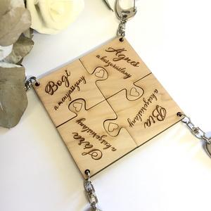 Koszorúslány kulcstartó, mely több összeilleszthető darabból áll, Egyéb, Táska, Divat & Szépség, Kulcstartó, táskadísz, Esküvő, Meghívó, ültetőkártya, köszönőajándék, Gravírozás, pirográfia, Egyedi gravírozással készült 4db-ból álló, összeilleszthető puzzle formájú kulcstartó készlet, melly..., Meska