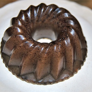 Kávé dörzs szappan kuglóf formában, Szépség(ápolás), Táska, Divat & Szépség, Krém, szappan, dezodor, Natúrszappan, Növényi alapanyagú szappan, Egészségmegőrzés, Kozmetikum készítés, Szappankészítés, Kuglóf alakú kávés dörzs szappant készítek, melyet a bőr felfrissítésére, feszesítésére ajánlok.\nKiv..., Meska