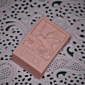 Rózsa illatú gondoskodás szappan formában, Szépség(ápolás), Táska, Divat & Szépség, Krém, szappan, dezodor, Egészségmegőrzés, Fürdőszobai kellék, Szappankészítés, Kozmetikum készítés, Rózsa illatú, könnyed állagú, jól habzó  szappant készítek mangó vajjal, mely lágyító, bársonyosító,..., Meska