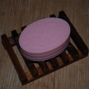 Kecsketejes szappan meggymagolajjal fűszeresen, Táska, Divat & Szépség, Szépség(ápolás), Krém, szappan, dezodor, Kecsketejes szappan, Kozmetikum készítés, Szappankészítés, A szappan tömege Kb. 87 g \nA benne lévő meggymagolaj magas E-vitamin- és flavonoid tartalommal bír. ..., Meska