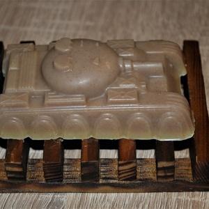 Szappan tank alakban Holt-tengeri iszappal, Férfiaknak, Borotva, szappan, pipere, Táska, Divat & Szépség, Szépség(ápolás), Krém, szappan, dezodor, Növényi alapanyagú szappan, Natúrszappan, Kozmetikum készítés, Szappankészítés, Ezt a tankot most egy olyan bőrbarát összetétellel készítettem el ami garantáltan a pasik kedvence l..., Meska