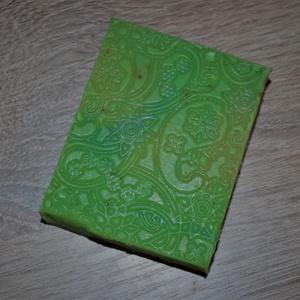 Csipkebogyó főzetes shea vajas szappan kukorica olajjal és sárgadinnye illattal (medalin) - Meska.hu