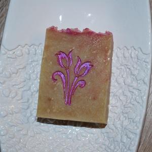 """Rózsavizes \""""virágmező\"""" szappan kecsketejesen, Táska, Divat & Szépség, Magyar motívumokkal, Szépség(ápolás), Krém, szappan, dezodor, Kecsketejes szappan, Egészségmegőrzés, Kozmetikum készítés, Szappankészítés, Ez egy fantasztikusan jól habzó, könnyed állagú szappan. Rózsa vízzel és körömvirág főzettel készíte..., Meska"""