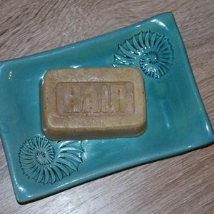 Vegán sampon Holt-tengeri iszappal, zöld tea+búzavirág főzettel, Férfiaknak, Borotva, szappan, pipere, Táska, Divat & Szépség, Szépség(ápolás), Krém, szappan, dezodor, Növényi alapanyagú szappan, Natúrszappan, Kozmetikum készítés, Szappankészítés, Ez a kézbe illő formájú sampon szappan nagyon jól tisztít és remekül habzik. Értékes olajai és vajai..., Meska