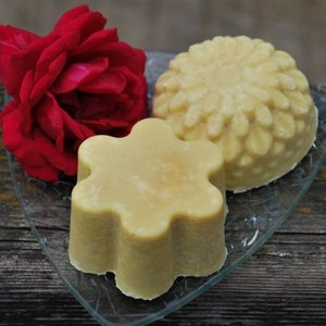 Pitypangos só szappan rizskorpa olajjal, mézzel kecsketejesen ajándék szülinapra névnapra virág formában (medalin) - Meska.hu