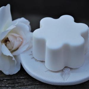 Vegan folttisztító zsíroldó környezetbarát mosószappan mosogató szappan kókuszolajból öko tisztítószer mosó szappan, Táska, Divat & Szépség, Szépség(ápolás), Krém, szappan, dezodor, Natúrszappan, Fürdőszobai kellék, Növényi alapanyagú szappan, Szappankészítés, Mindenmás, Attól, hogy mosószappan még nézhet ki jól :)\nBármennyire is szép, ezt a szappant ne használd magadon..., Meska