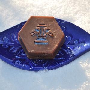 Mentolos shea vajas kakaóvajas vegán egyedi csokoládé szappan kender olajjal ajándékba szülinapra névnapra inka mintával, Szépségápolás, Szappan & Fürdés, Szappan, Kozmetikum készítés, Szappankészítés, Ezt a mentolos csokoládé szappant valódi étcsokoládéval és prémium kakaóvajjal készítettem.\nTermésze..., Meska