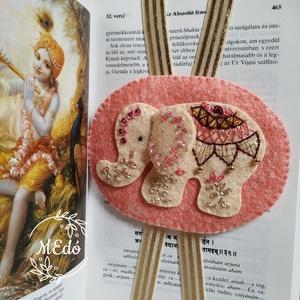 Indiai elefánt hímzett könyvjelző, Otthon & Lakás, Papír írószer, Könyvjelző, Varrás, Hímzés, Gyapjúfilcre selyemfonallal és arany fémszállal hímeztem az elefánt díszítését. \nAz igazi indiai fee..., Meska