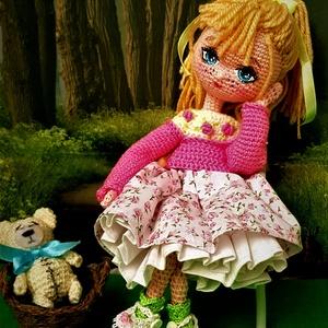 Zsuzsu baba rózsaszín pulcsiban, Gyerek & játék, Játék, Baba játék, Baba, babaház, Baba-és bábkészítés, A baba 24 cm-es. Ruhái és cipője levehetőek.Tud ülni,állni kezei ,lábai mozgathatóak. Hosszú haja fé..., Meska