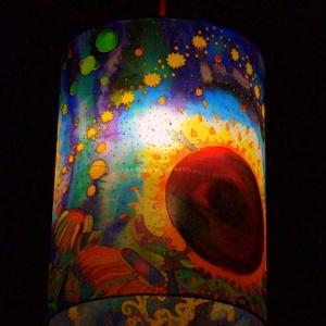 Selyemlámpa (Somogyi Réka selyemfestménye), Lakberendezés, Otthon & lakás, Lámpa, Fali-, mennyezeti lámpa, Mindenmás, Selyemfestés, Egyedi mennyezeti lámpabúra, Somogyi Réka selyemfestő altal készitett eredeti selyemfestményből.  Mé..., Meska