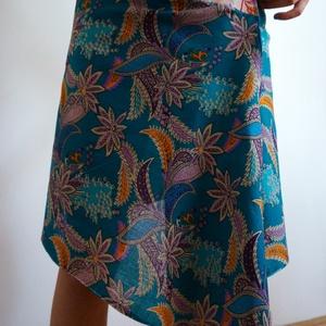 Indiai virágos szoknya, Szoknya, Női ruha, Ruha & Divat, Varrás, Virágos szoknya kétféle könnyű indiai 100% pamut anyagból.  A-vonalú egyedi szabású csípőszoknya két..., Meska